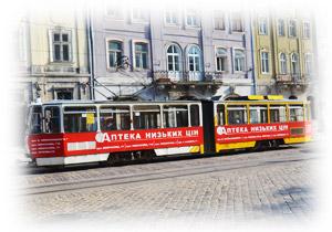 Трамвай з рекламою на площі Ринок