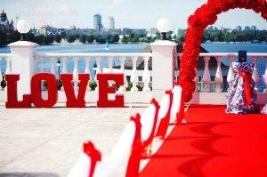 Букви, слова і написи з пінопласту для весілля
