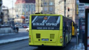 Реклама на задніх вікнах автобусів