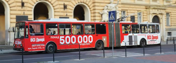 реклама на тролейбусі Львів