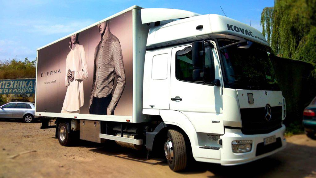 брендування вантажного авто
