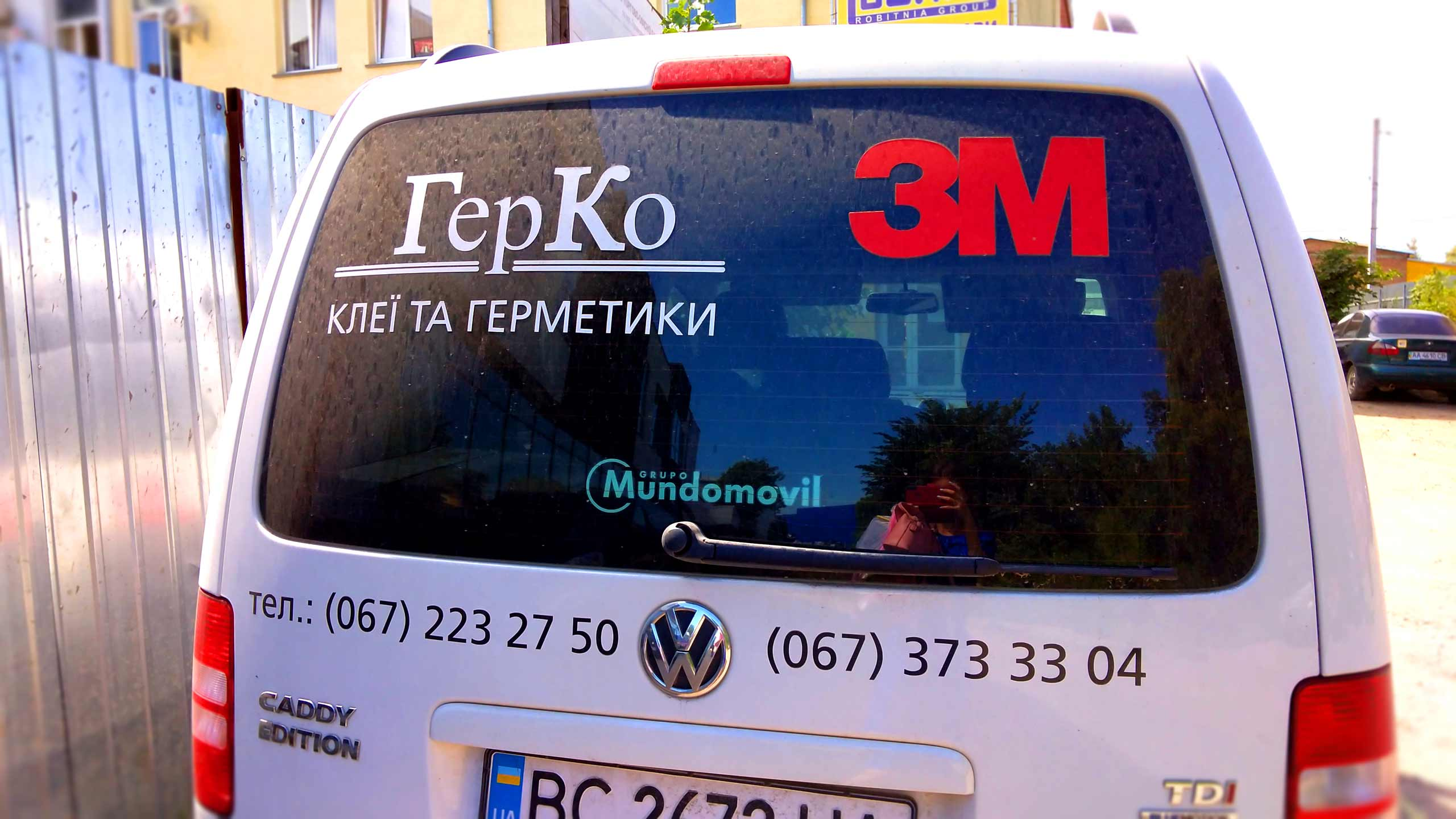 реклама на скло авто