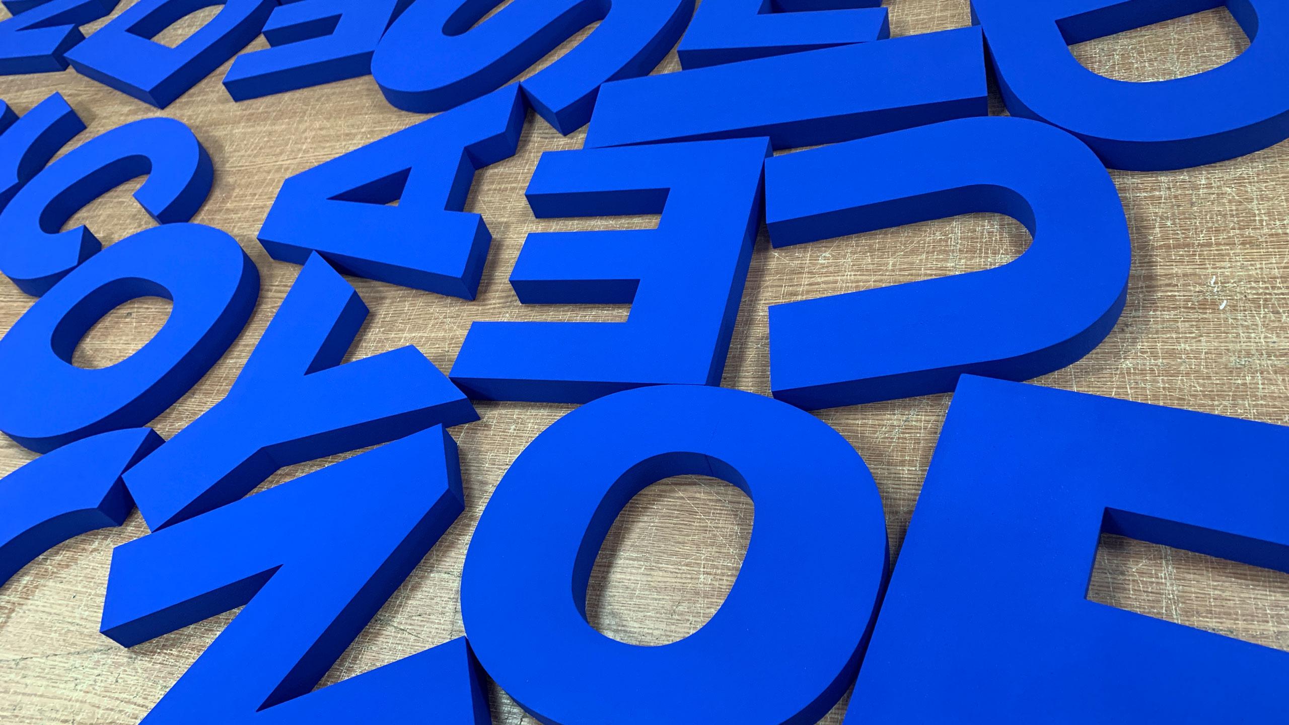 букви з пінопласту